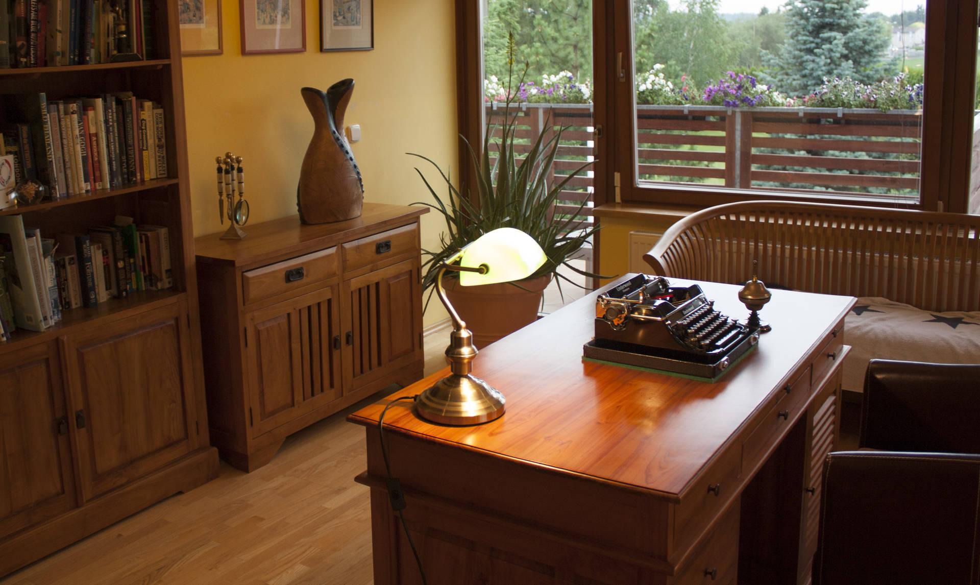 Teakový manažerský nábytek