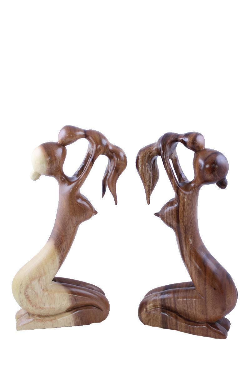 dřevěná-soška-v-objetí-matky.jpg