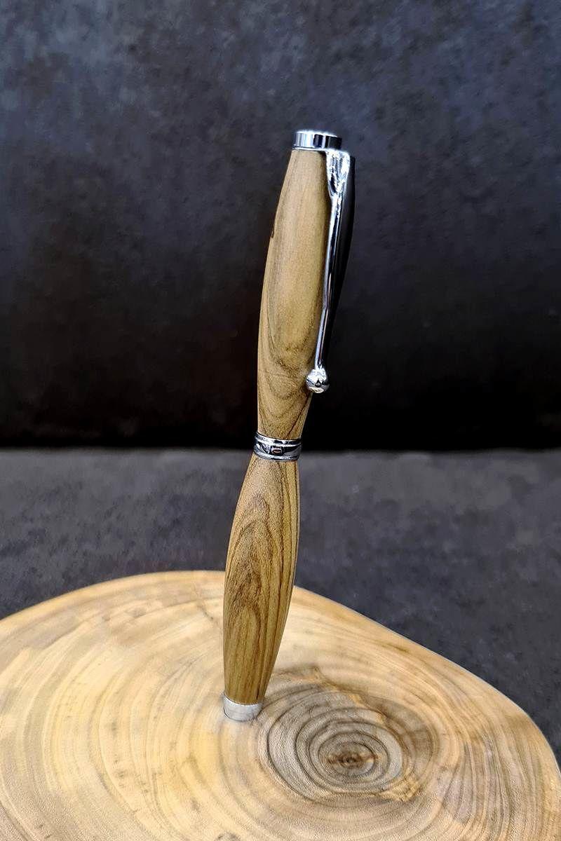 pero-z-olivovníka1.jpg